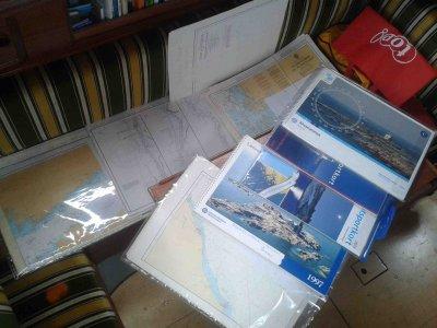 Typische Tätigkeit bei Regen: Seekarten studieren