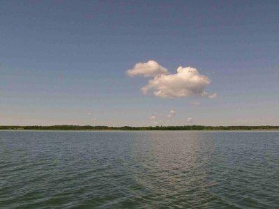 Gegen den Wind. Von Kuivastu auf Muhu nach Heltermaa auf Hiiumaa