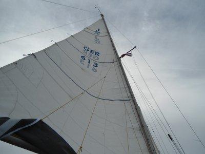 Endlich mal wieder unter Segeln: von Mersrags nach Engure